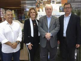 Entrega das carteiras do Programa de Artesanato Brasileiro em Nova Friburgo (RJ)
